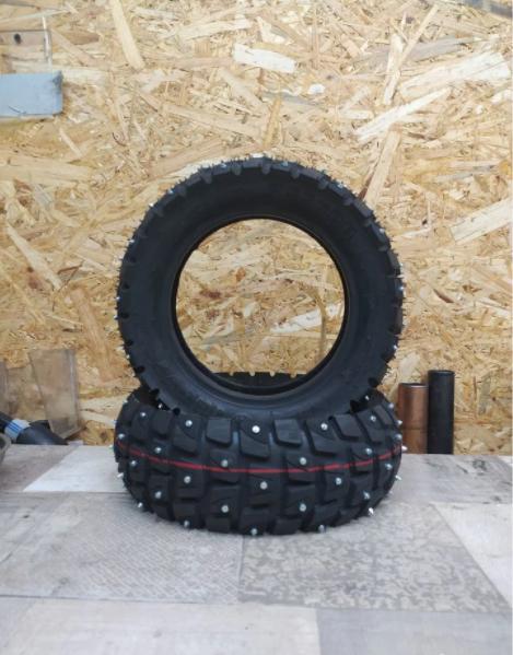 Покрышка внедорожная, шипованная (255×80)